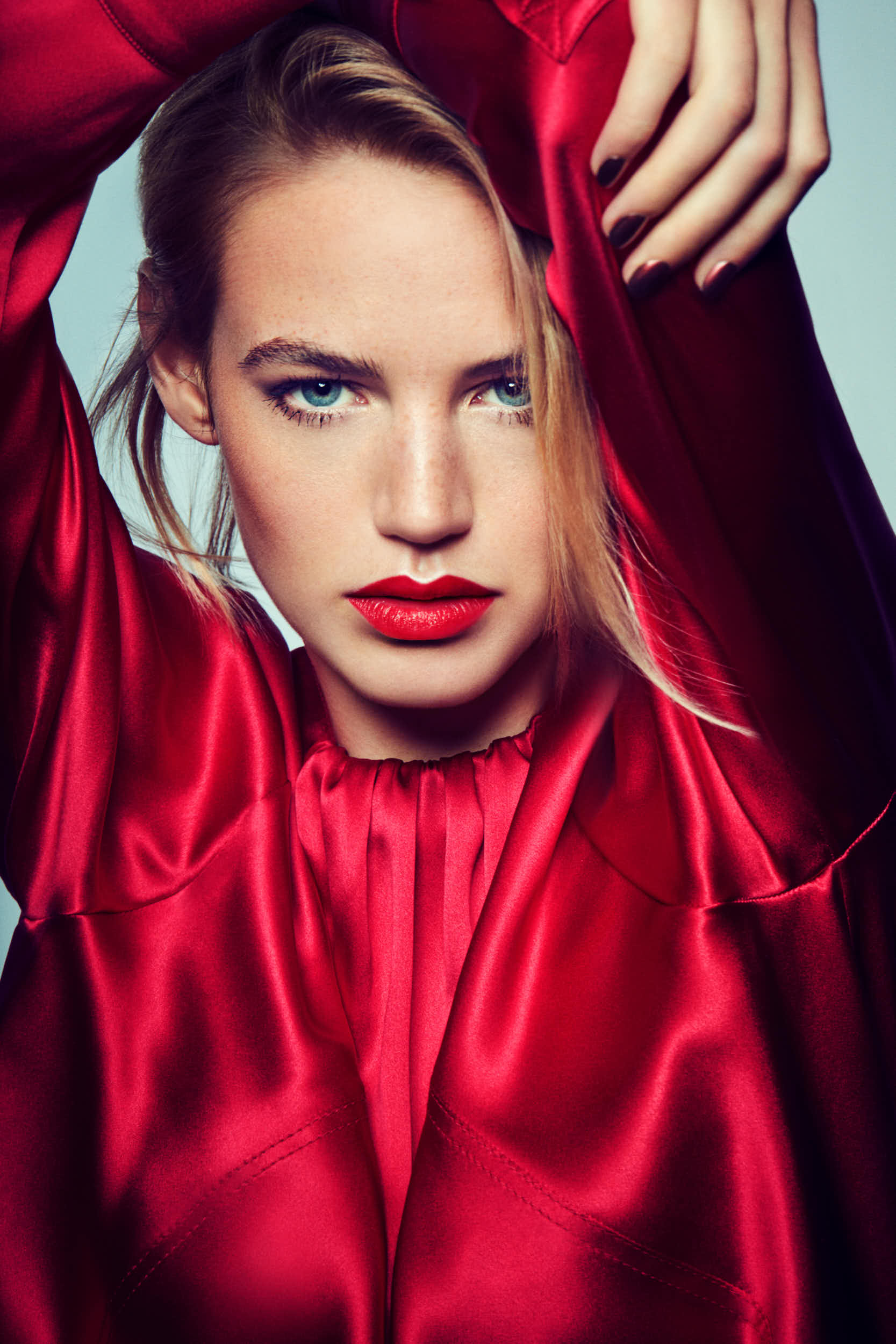Image_Mag_Lady_In_Red_02